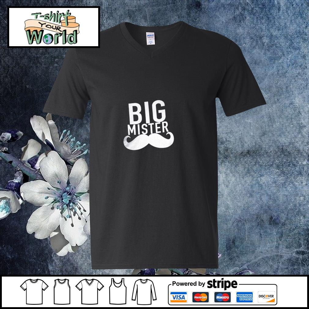 Big mister to a little sister s v-neck-t-shirt